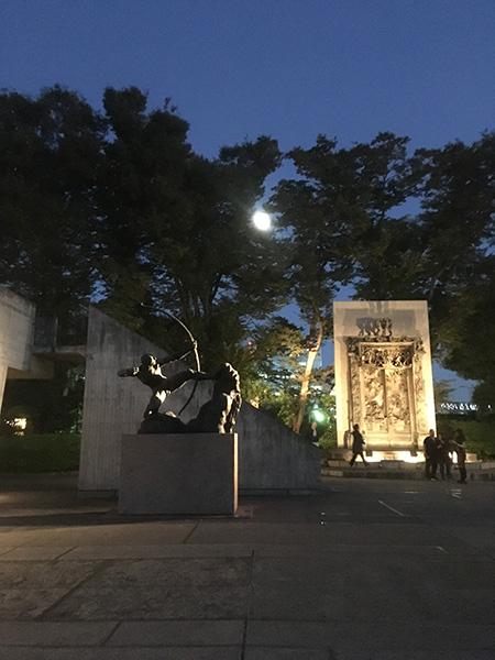 国立西洋美術館庭月明かり
