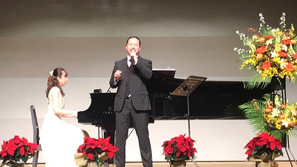 小林 邦志良先生(ボーカル)、櫻井 由梨先生(ピアノ)による演奏